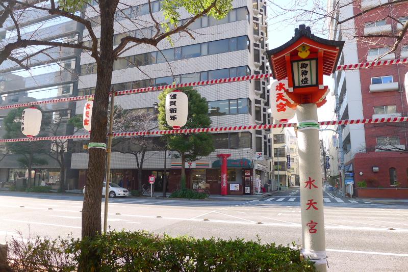 東京都中央区に鎮座する水天宮に向かう道