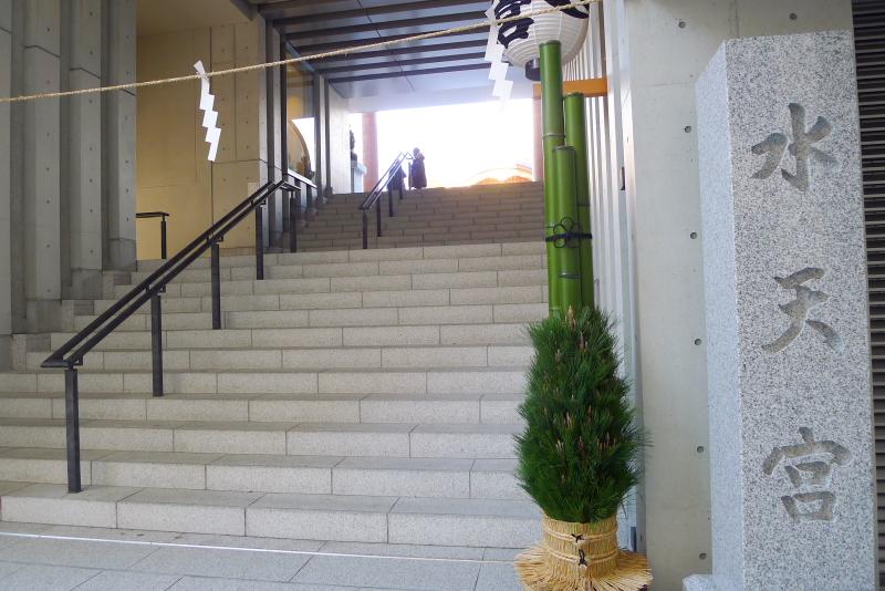東京都中央区に鎮座する水天宮の表参道入口