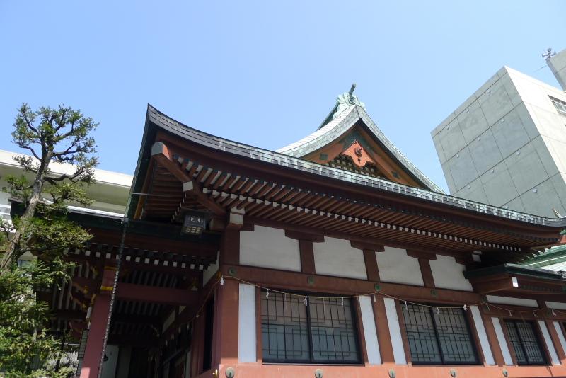金刀比羅宮東京分社の社殿を横から見る