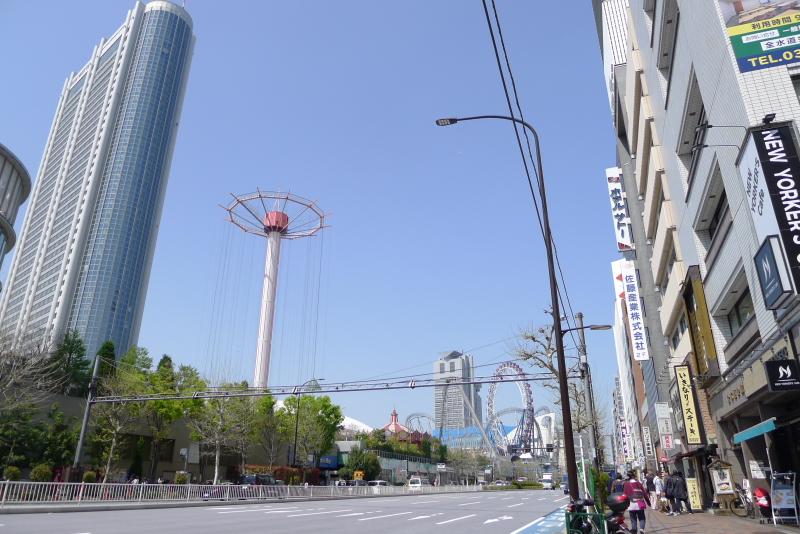 水道橋駅前から見る東京ドームシティ