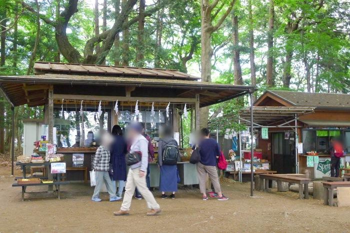 帆登山神社奥宮 社務所と土産物屋
