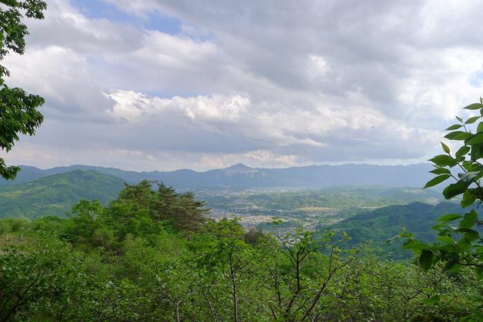 宝登山山頂から見た秩父の街並みと武甲山