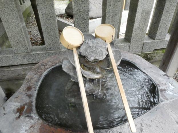 牛天神北野神社の梅の花をモチーフにした手水