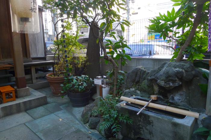 中央区人形町にある三光稲荷神社の手水