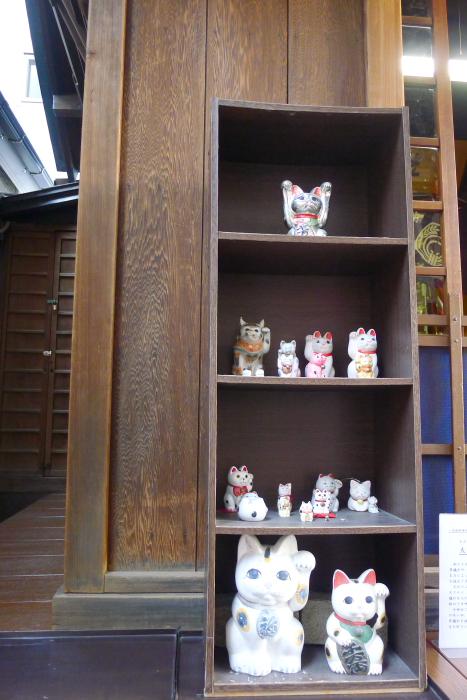 中央区人形町にある三光稲荷神社の招き猫