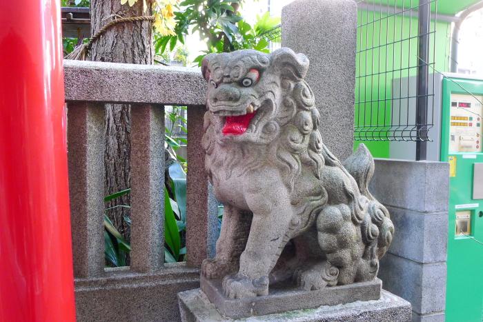 中央区人形町にある三光稲荷神社の狛犬
