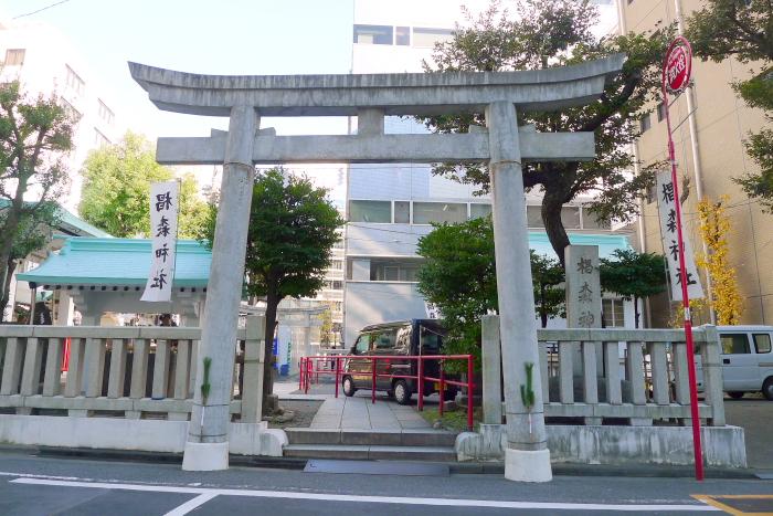 椙森神社の鳥居と社号標