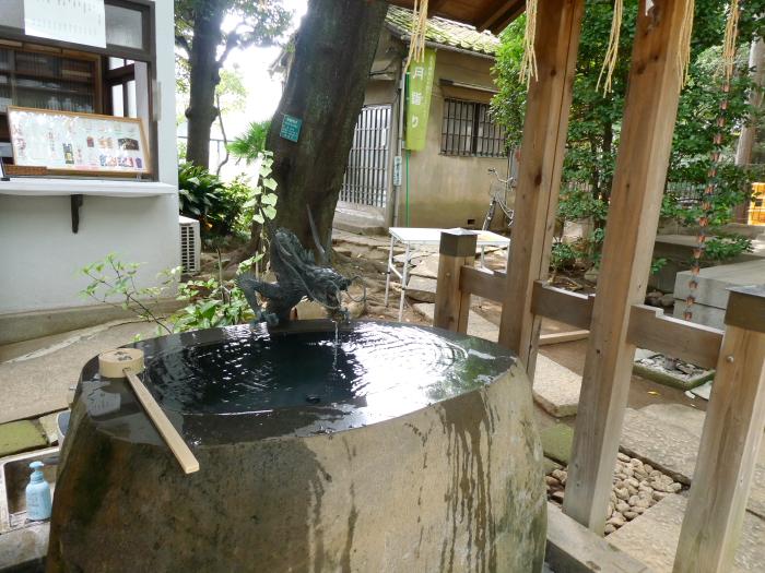 豊島区駒込妙技神社の御手水
