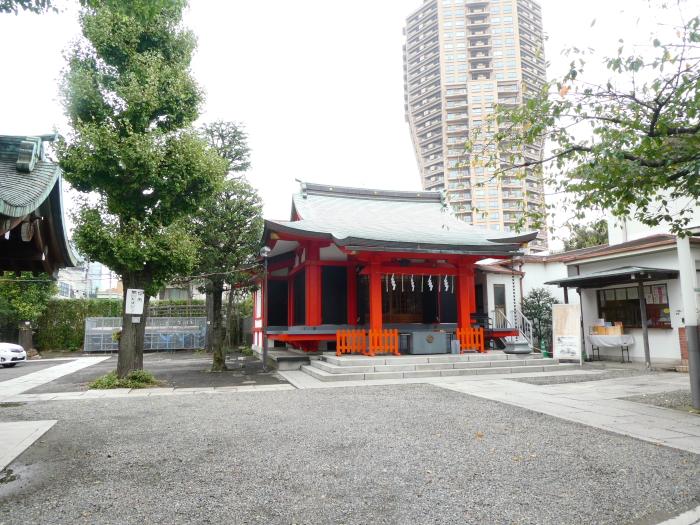 港区_麻布氷川神社の境内