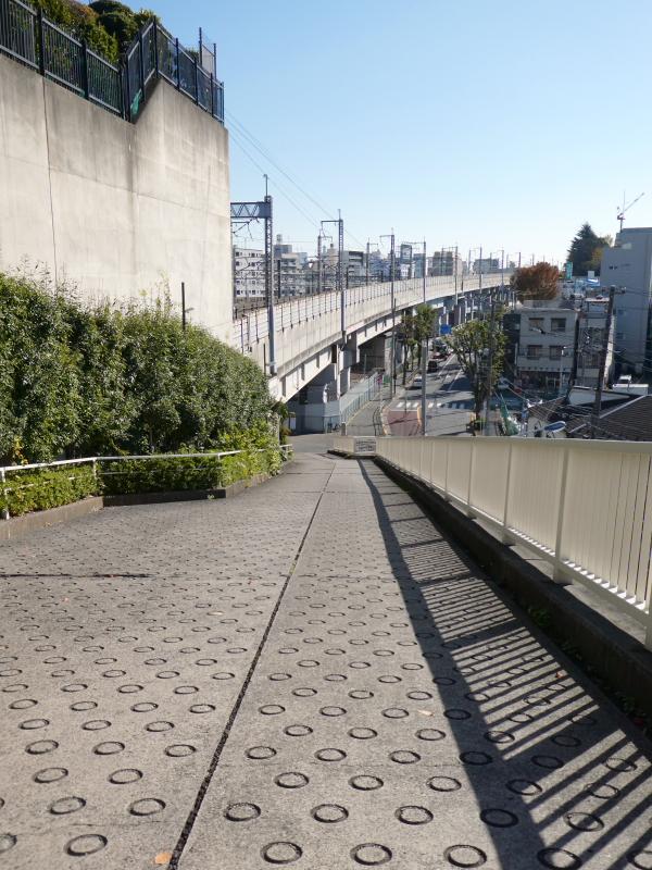 北区赤羽八幡神社の裏参道から見下ろした景色