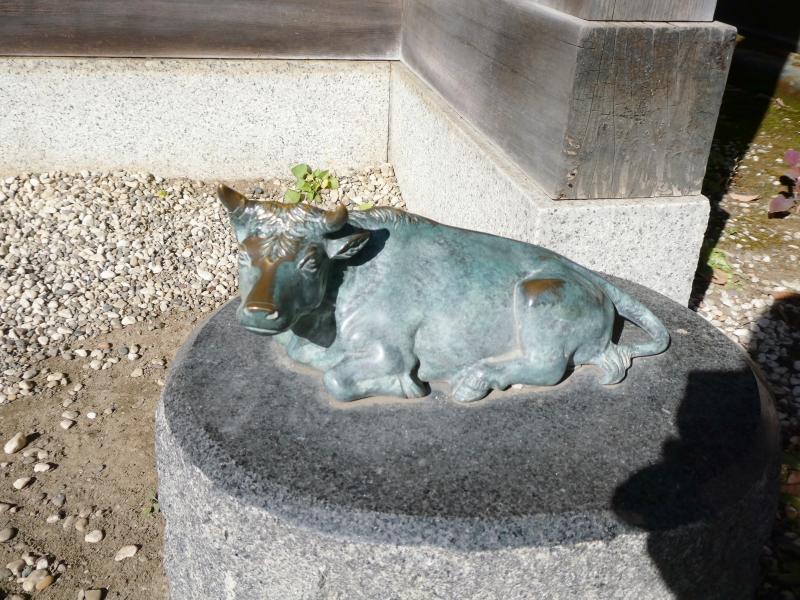 北区赤羽八幡神社_撫で牛