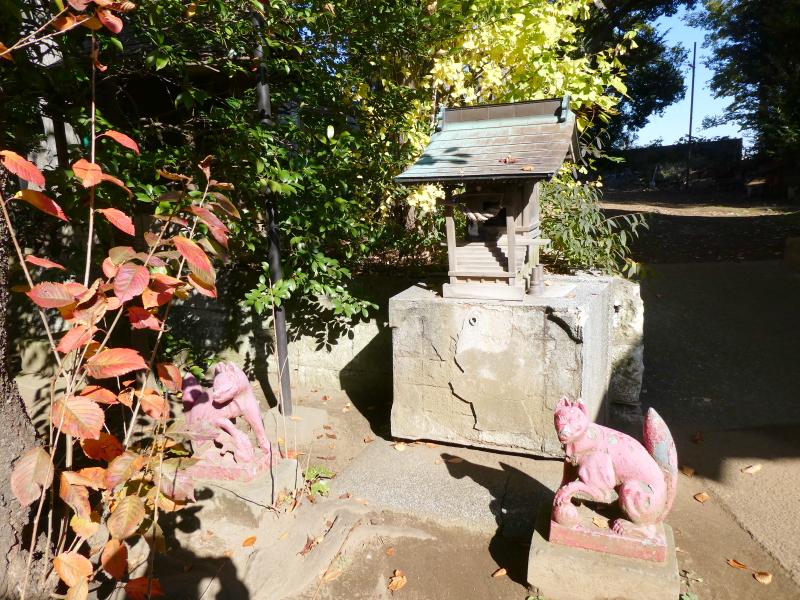 北区赤羽八幡神社のピンク色のお稲荷さん