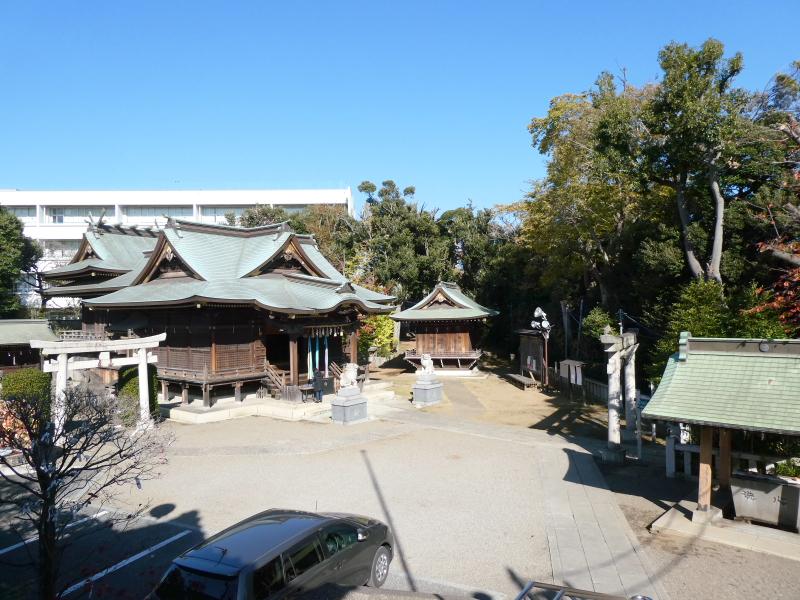 北区赤羽八幡神社の社務所から見下ろした境内