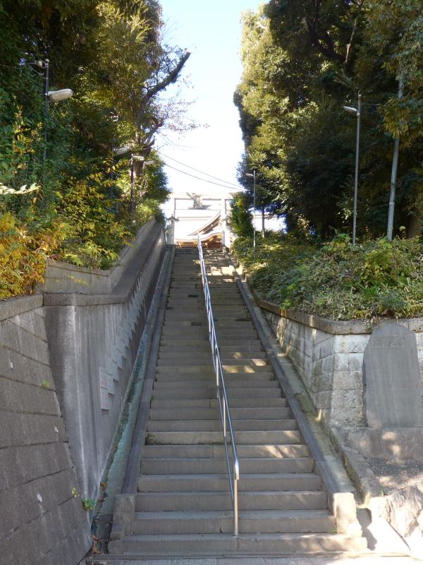 北区赤羽八幡神社の表参道の階段