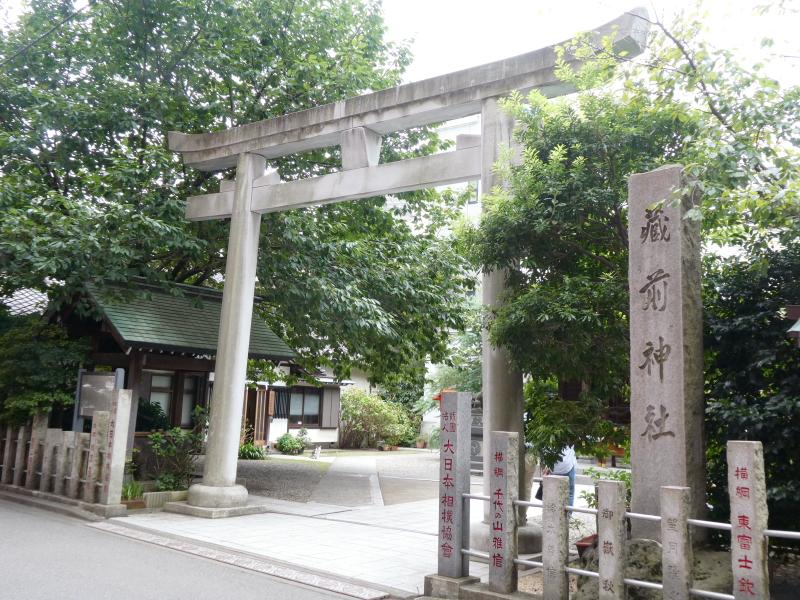 台東区_蔵前神社の鳥居と社号標