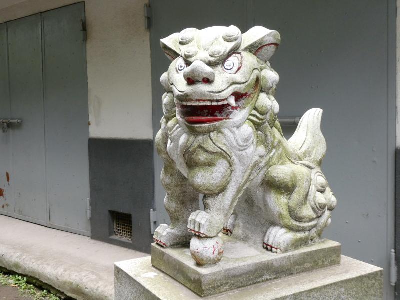 銀杏岡八幡神社の二頭身の狛犬