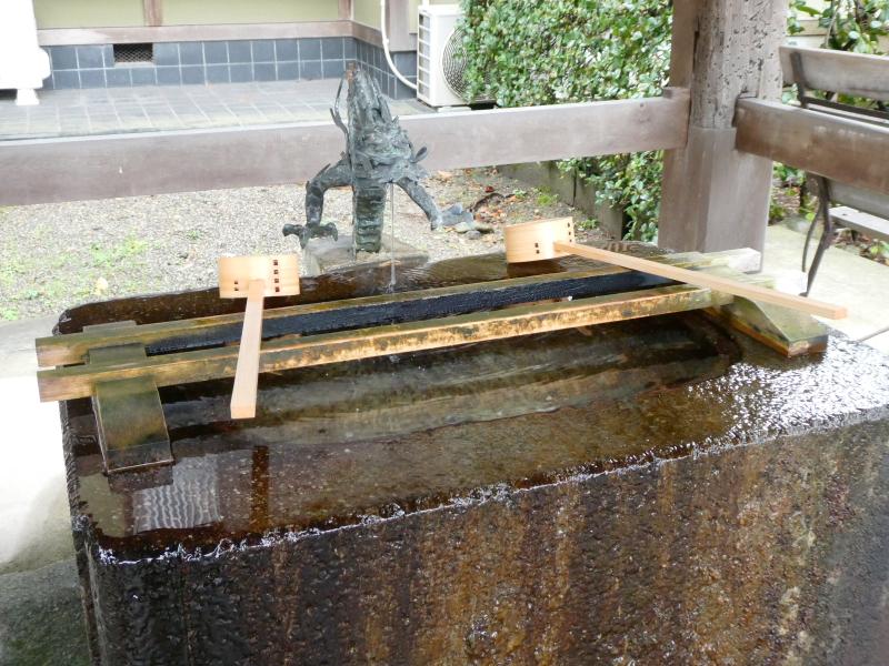 石川県金沢市の尾崎神社の境内にある手水舎