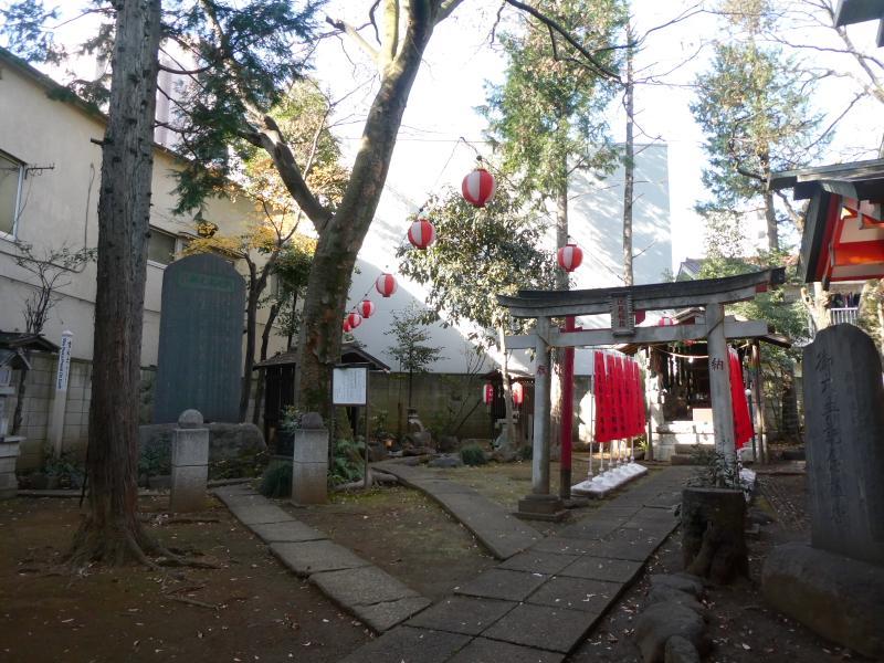 板橋区_熊野神の境内社は社殿の左手にあります