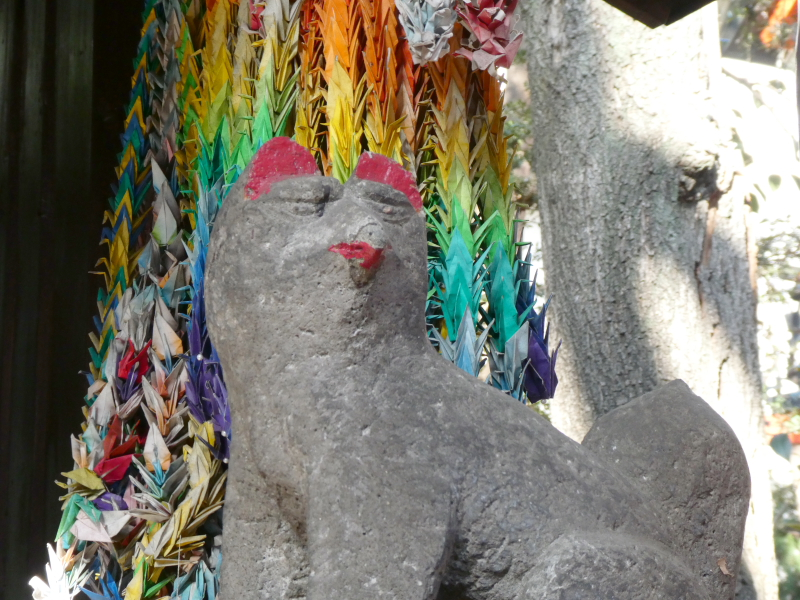 板橋区_熊野神社の境内社「伏見稲荷」のお稲荷さんは唇が赤い