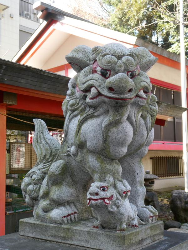 板橋区_熊野神の鳥居の脇にいる狛犬
