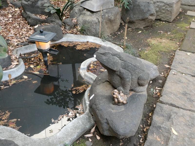 板橋区_熊野神社の境内社の隣にある小さな池