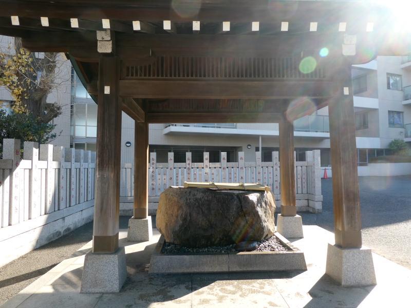 港区_白金氷川神社の手水舎