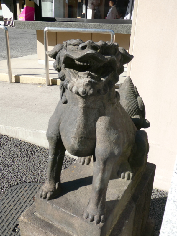 港区_白金氷川神社の小さな狛犬