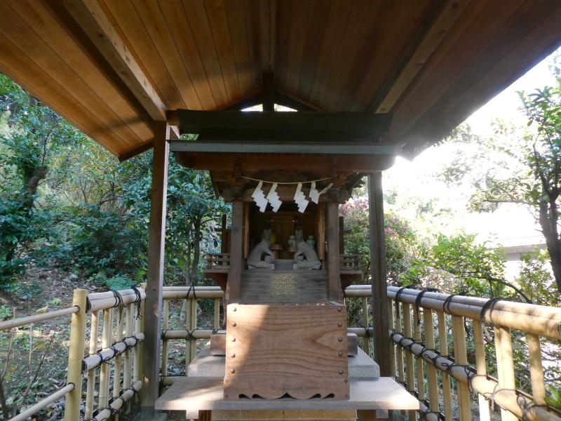港区_白金氷川神社の境内社「衣食住の守護の神様」