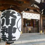 港区_白金氷川神社の社殿近きくの提灯