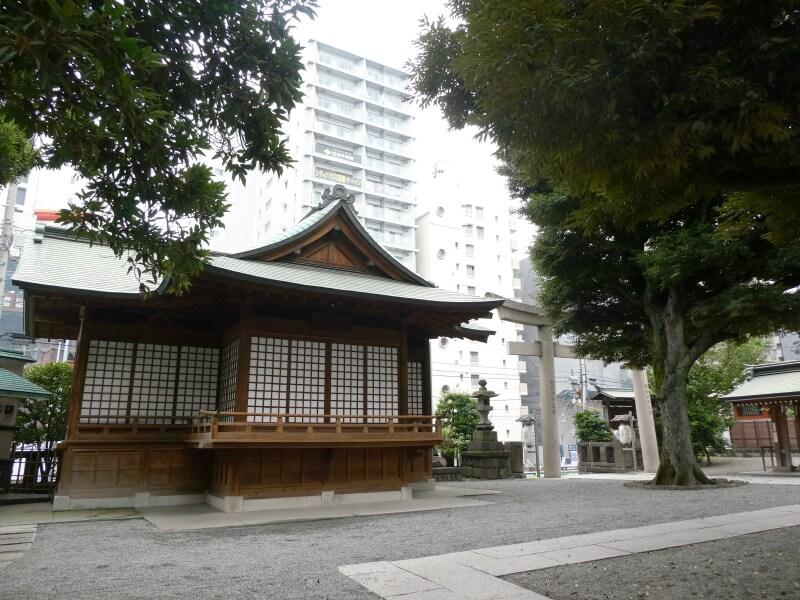 目黒大鳥神社の境内と神楽殿