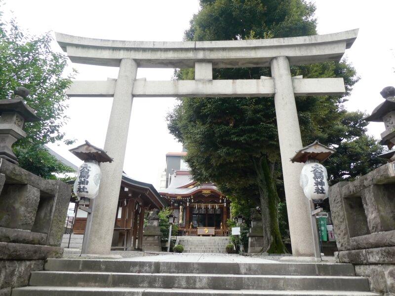 目黒大鳥神社の石造りの鳥居